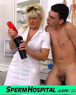 Hot legs cougar in uniform Hana with young patient hospital handjob