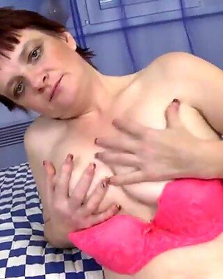 Amateur vieille mère aime toujours se masturber