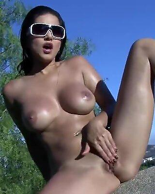 Sunny Leone draining Outdoors