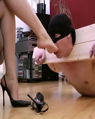 Totally slave of her feet