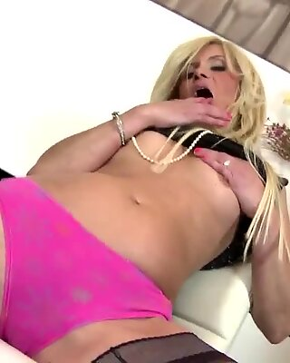 Real mature mom with perfect body and squirting pussy
