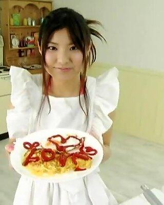 Náruživá kuchárka miri hanai túži mať po večeri horúce pokračovanie
