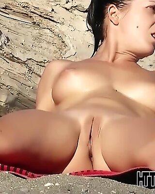 Hotties Naked diikuti oleh seorang Bogel Pantai Curi Tengok