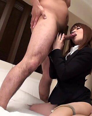 Vacker japansk tjej skruva med sin chef