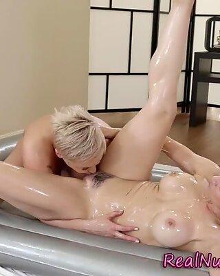 Hot nuru masseuse fingerbanging