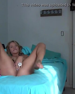 Alyssa is crazy hot when she masturbates